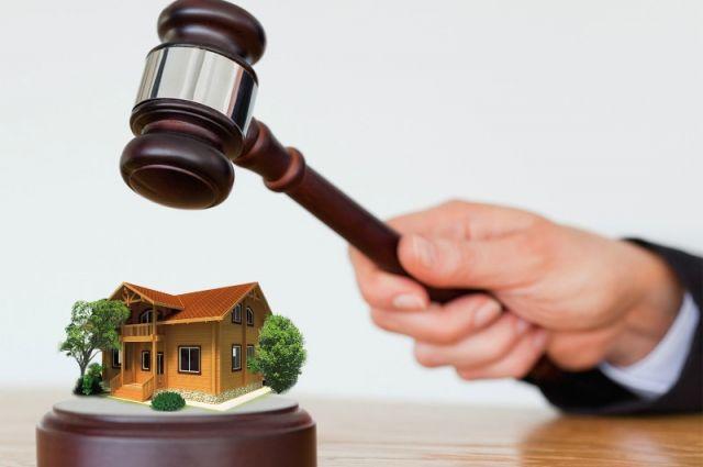 В Орске прокуратура вернула сироте законное жилье.