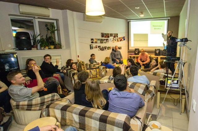 Разговоры о науке в кафе и барах стали популярны.