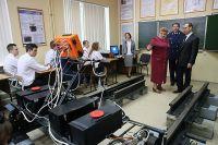Дмитрий Медведев во время посещения Московского колледжа железнодорожного транспорта.