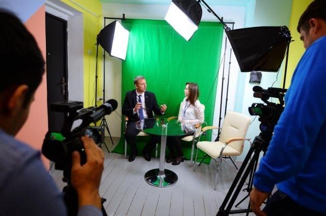 Обучают юных оренбуржцев опытные журналисты региональных телеканалов.