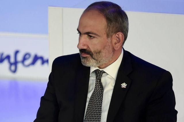 Президент Армении принял отставку правительства во главе с Пашиняном