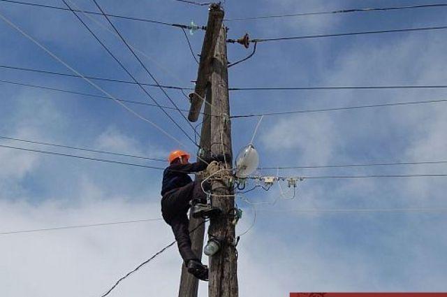 Для устранения последствий задействовано 7 бригад электросетей.