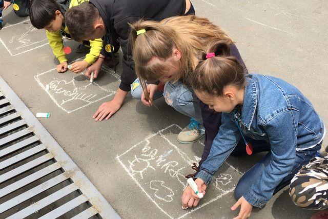 День друзей дети нарисовали вместе.