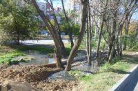 Стоки затопили детскую площадку, зелёные зоны и подвалы.
