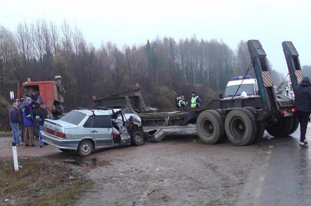 Водителя неоднократно привлекали к административной ответственности за отсутствие прав. Кроме того, сотрудники полиции выяснили, что владельцем автомобиля является пострадавший пассажир.