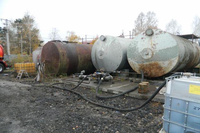 Под Тюменью полиция прикрыла кустарную АЗС с некачественным топливом