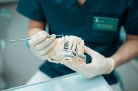 Протезирование. Cъемные зубные протезы или имплантация зубов?