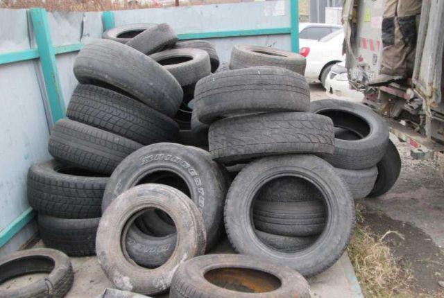Смена резины во время снегопада стала одной из популярных услуг в автомастерских.
