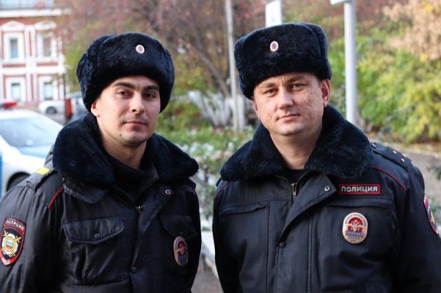 Старший лейтенант Гордей Карасев и старший сержант Александр Вычужанин.