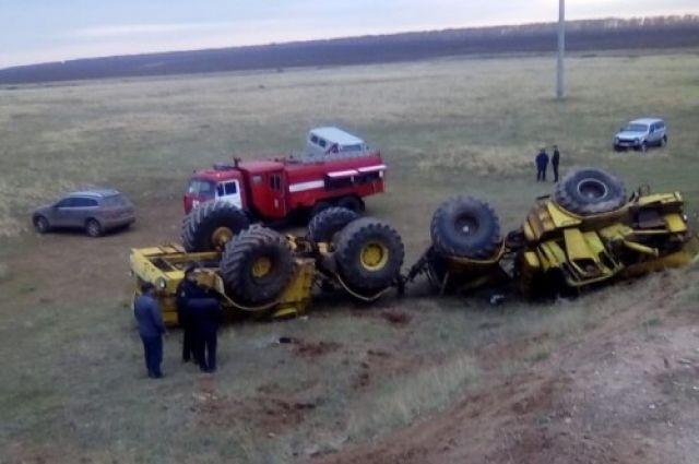 В результате аварии тракторист от полученных травм скончался на месте до приезда врачей.
