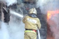 В Салехарде при пожаре в деревянном доме едва не погиб мужчина