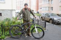 Екатеринбуржец отправился в Казань на сравнительно недорогом велосипеде модели Jamis Komodo. Такой можно купить на Avito за 20-25 тысяч рублей: «Техника не профессиональная, но надежная».