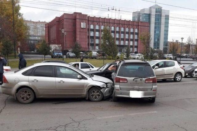 В результате столкновения пострадали водители ВАЗ-2113, Nissan Liberty и Ford Focus.