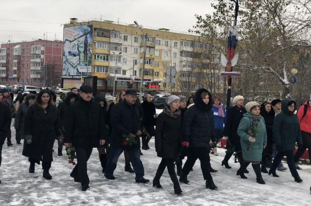 На митинге в память о жертвах трагедии в Керчи собрались около 200 ноябрян