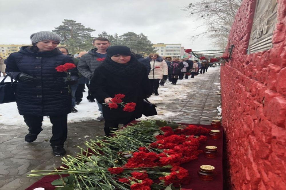 Открытка в память о погибших в керчи