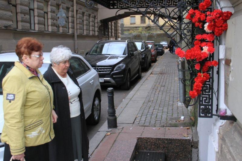 Жители Петербурга соболезнуют родственникам погибших.