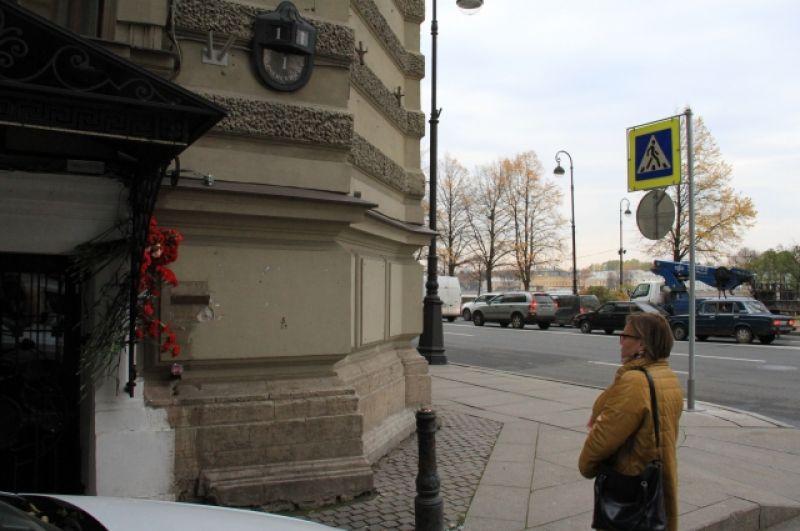 Мемориалы в паять о погибших в Керчи появились во всех городах России.