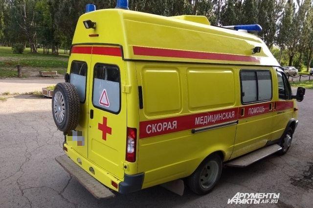 В результате ДТП женщину-водителя с многочисленными травмами увезли в больницу.