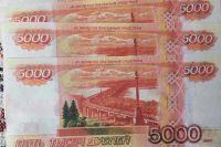 Тюменец разменял фальшивые 5 тысяч рублей, купив шоколадки и жвачку