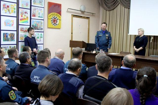Сотрудники МЧС России получили благодарности за работу с подрастающим поколением