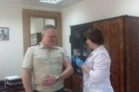 Глава  Управления Роспотребнадзора Приангарья Алексей Пережогин личным примером показывает важность вакцинации и призывает население активнее прививаться.