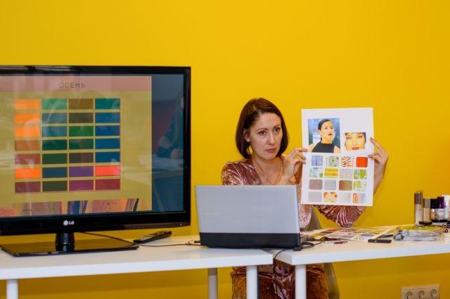 Наталья Смолина советует выбирать одежду, ориентируясь на цветотип.
