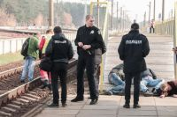 В Киеве пьяная компания отдыхала на рельсах: поезд сбил мужчину насмерть