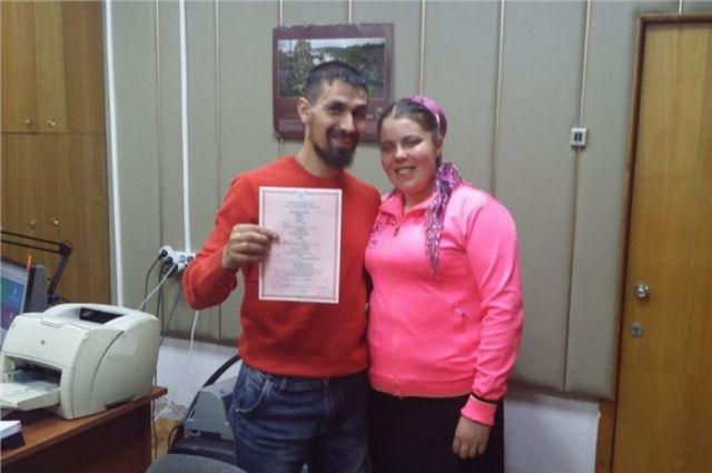После получения паспорта семья из Москвы вернулась в Красноярск.
