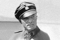 Иоахим Пайпер в 1943 году в униформе СС-Штурмбанфюрера.