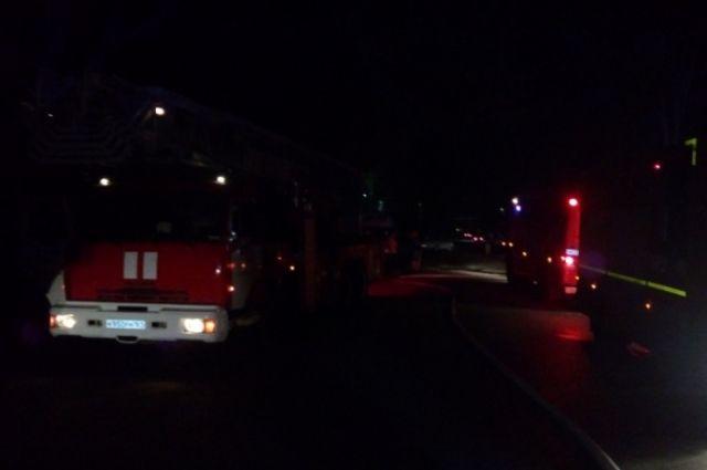 Пожар начался около полуночи.