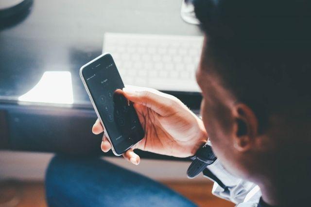 Житель Ноябрьска после попойки, украл телефон у спящего друга