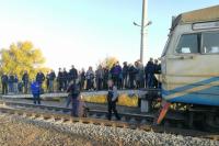 В Киеве пассажиры заблокировали движение городской электрички