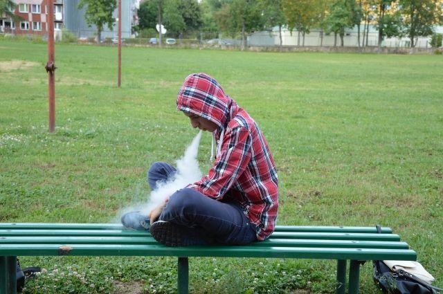 Штраф за курение в неположенном месте - от 500 до 1500 рублей.
