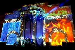 3D-шоу на фасаде театра Красный факел.