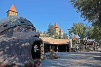 Весь парк создан в едином стиле русской народной сказки.