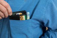Полиция Ноябрьска ищет мошенника, который прикинулся сотрудником банка