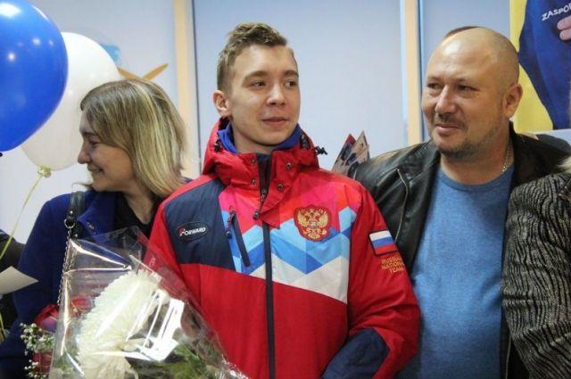 Сергея Найдина торжественно встретили в аэропорту Барнаула.