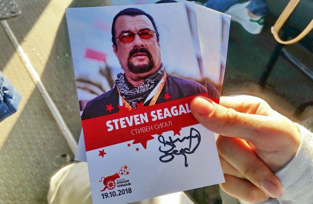 Автограф Стивена Сигала.