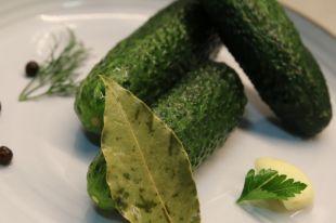 Огурцы по этому рецепту получаются очень вкусными и ароматными.