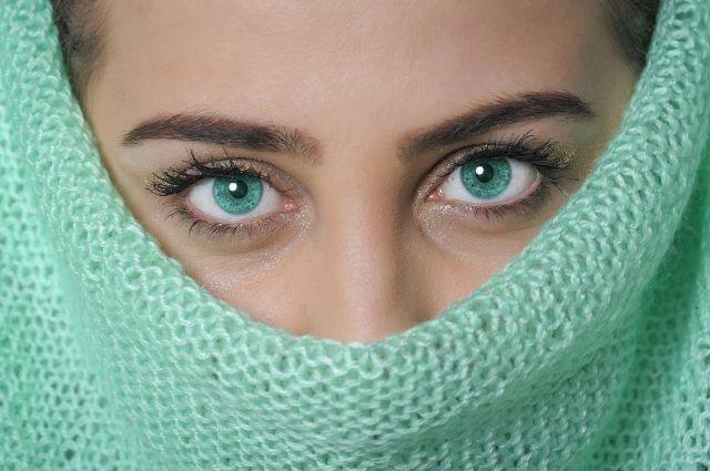 Кожу нужно защищать не только от холода на улице, и от сухого воздуха в помещении.