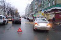 16 октября на перекрестке улицы Петропавловская и Комсомольского проспекта произошло столкновение автомобилей ГАЗ-3102 и Hyundai Solaris.