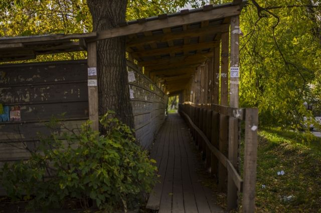 Забор на Затулинке стоит много лет.