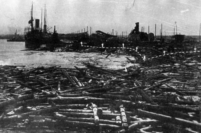 Так выглядел порт после взрывов и пожаров.