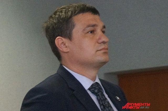 Мировой суд увеличил срок заключения, приговорив экс-депутата в целом к 2,2 годам лишения свободы.
