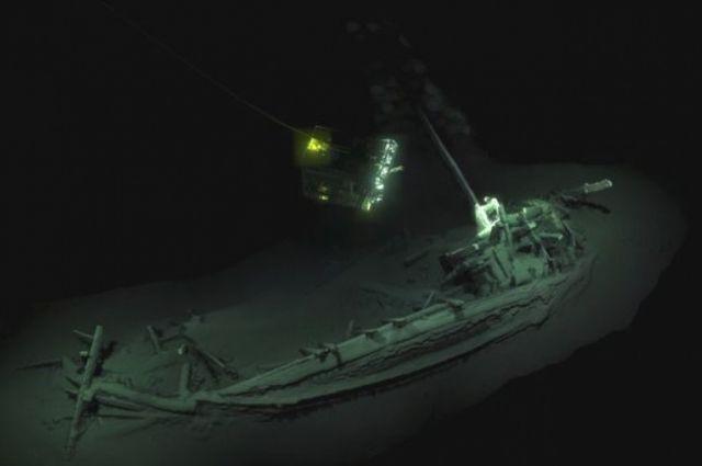 На дне Черного моря обнаружено судно, которое пролежало там 2400 лет