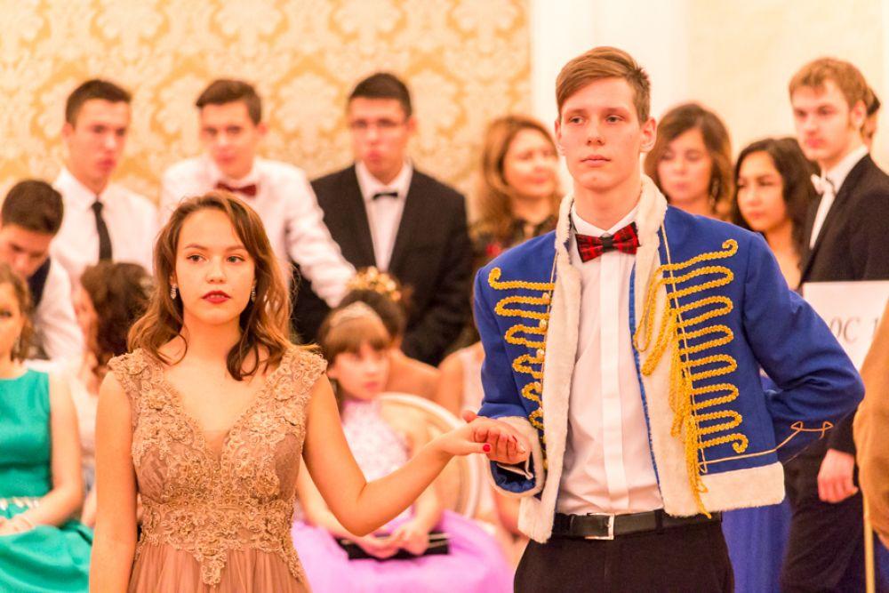 Лицеисты исполняли танцы, традиционные для балов XIX века: мазурку, вальсы, контрданс, которые они изучали в течение всей первой четверти на уроках хореографии.