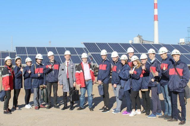 Для гостей электростанции провели увлекательную экскурсию.