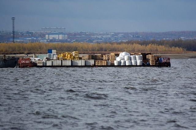 В отдаленные поселки Ямала завершился досрочный завоз ГСМ