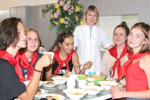 Блюда от ИП Буниной ценит детвора и в загородных детских лагерях.