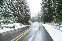 На скользких дорогах вырастает риск ДТП.